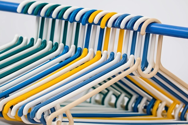 clothes hangers, coat hangers, plastic hanger